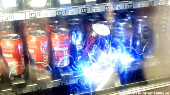 robot-steals-soda